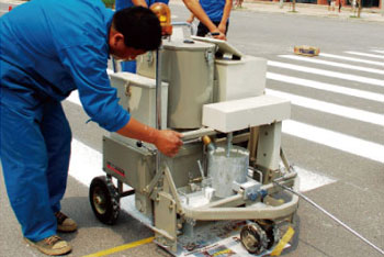 AC-SSTC Self-propelled two-component paint road marking machine