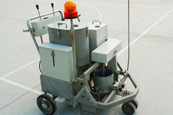 AC-SSTC Self-propelled two-component paint road marking machine 01